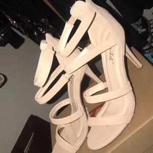 Shoes - Nude heels✨